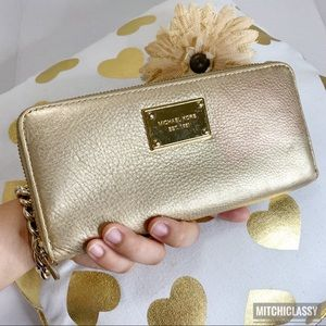 💖OFFERS??💖•Michael Kors• Gold Large Wallet